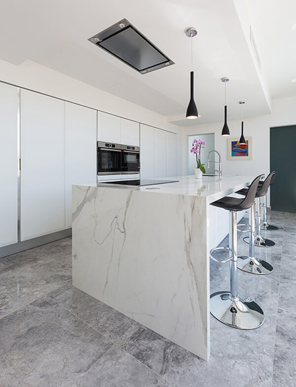Neolith Statuario Engineered Stone with Tundra Grey Marble flooring